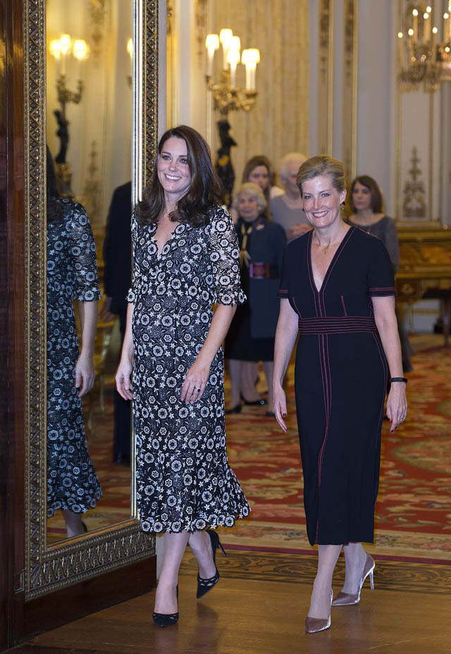 Kate Middleton s Best Fashion Looks - Duchess of Cambridge s Chic ... 19bd1ed8a