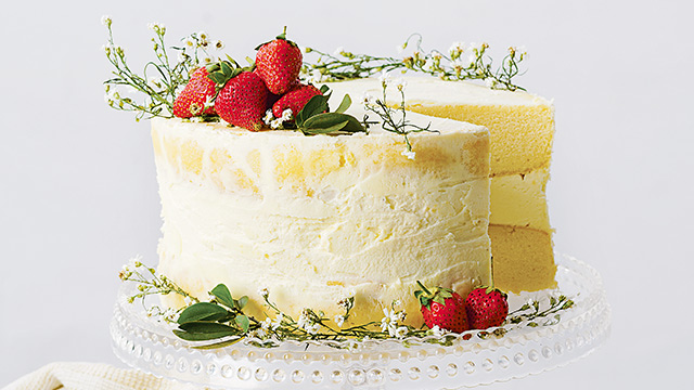 white cake with strawberries strawberry and white chocolate cake recipe 1308