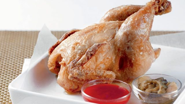 Pinoy-style fried chicken is the fried chicken Filipinos love because of its super crispy skin!