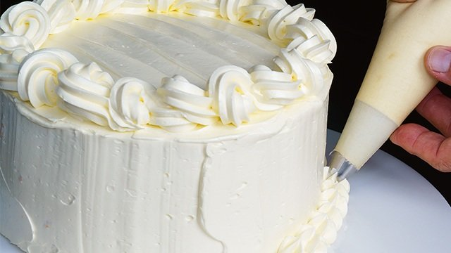 Cake Frosting 101: What Type of Frosting Is That?