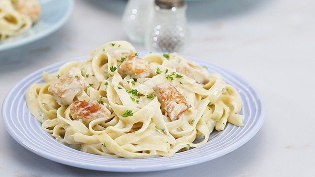 Watch How To Make Chicken Alfredo Pasta