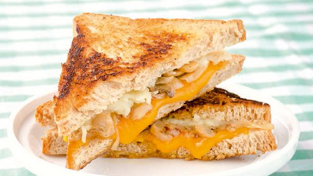 Cheesy Mushroom Sandwich
